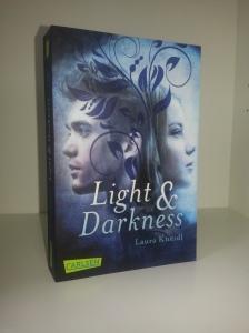 Light & Darkness von Laura Kneidl